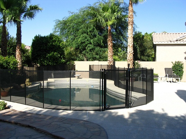 self-latching, self-closing pool gate