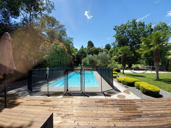 Life Saver mesh pool fence installed in Santa Rosa, CA