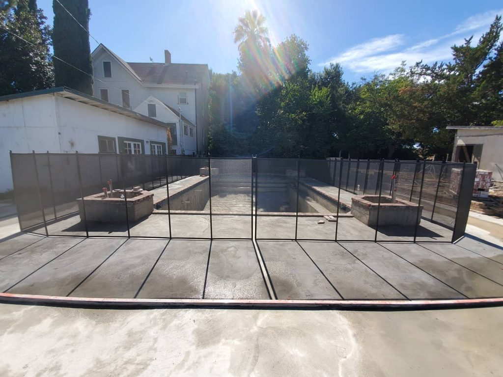 Life Saver mesh pool fence installed in Courtland, CA